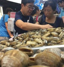 Alibaba plans 'staggering number' of live seafood-fronted Hema stores
